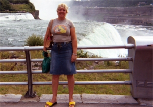 Fiona Knight Photoshopped in front of Niagara Falls
